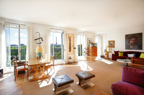Laroche's apartment near the Champs Elysees.