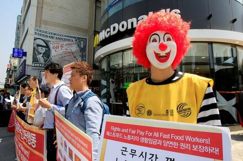 Scenes From the Fast-Food Worker Protests Spreading Overseas
