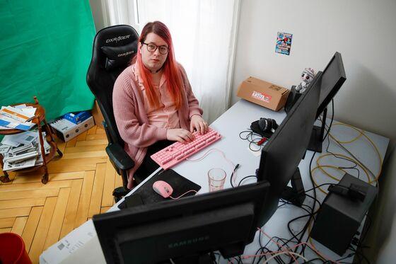 Swiss Hacker's Indictment Spotlights Ethics of Activist Attacks