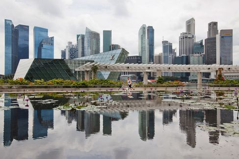 Singapore Offsets Fewer Bankers as Vacancies Tumble