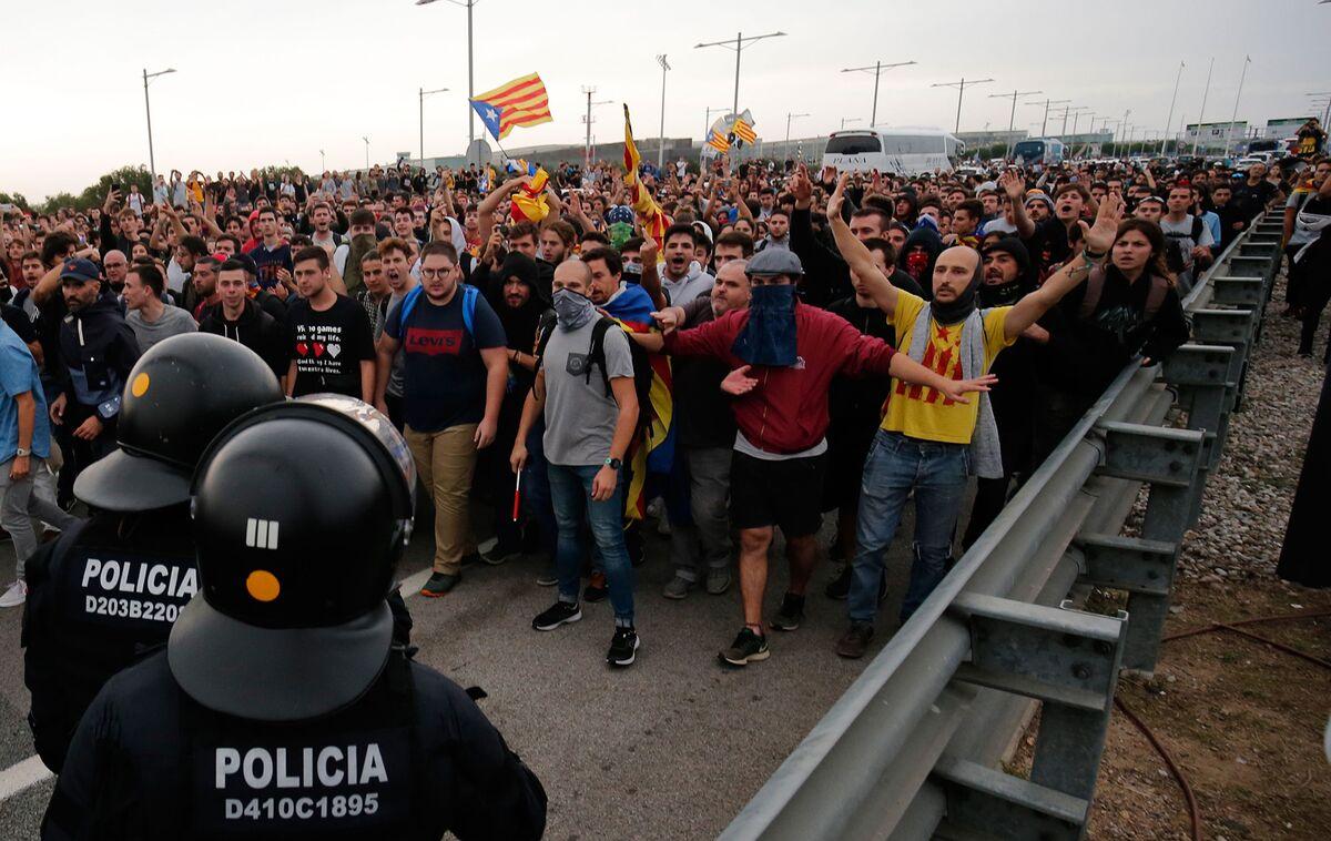Catalan Protests Clog Barcelona After Separatist Leaders Jailed