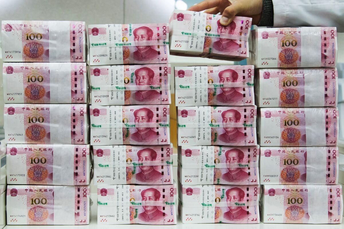 Hong Kong Stocks Fall With Yuan as U.S.-China Tensions Mount