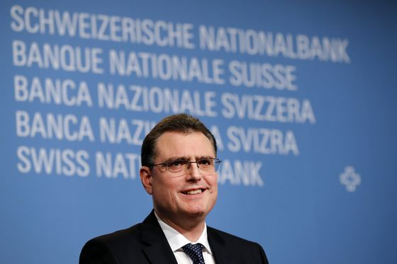 SNB Disregards Critics as Franc Keeps Negative Rates in Play