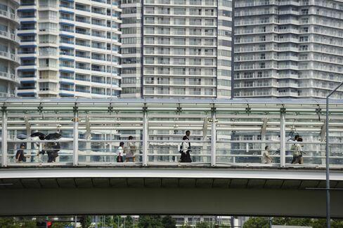 Japan's Below-Forecast Growth Fuels Sales-Tax Debate