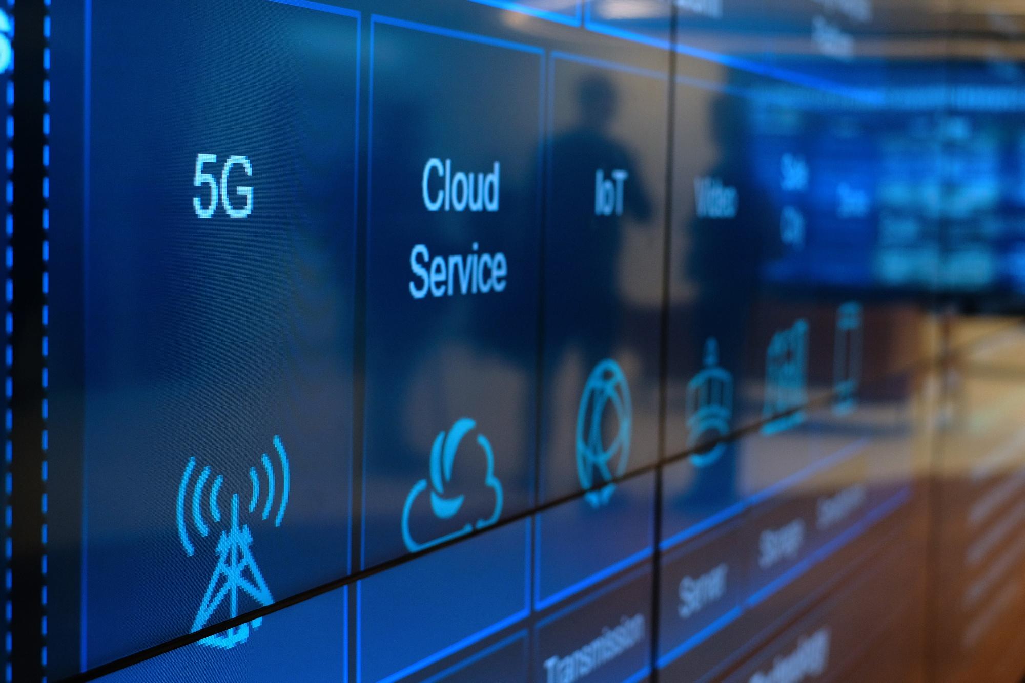 bloomberg.com - Natalia Drozdiak - EU Said to Urge Member States to Share Intel on 5G Cyber Threats