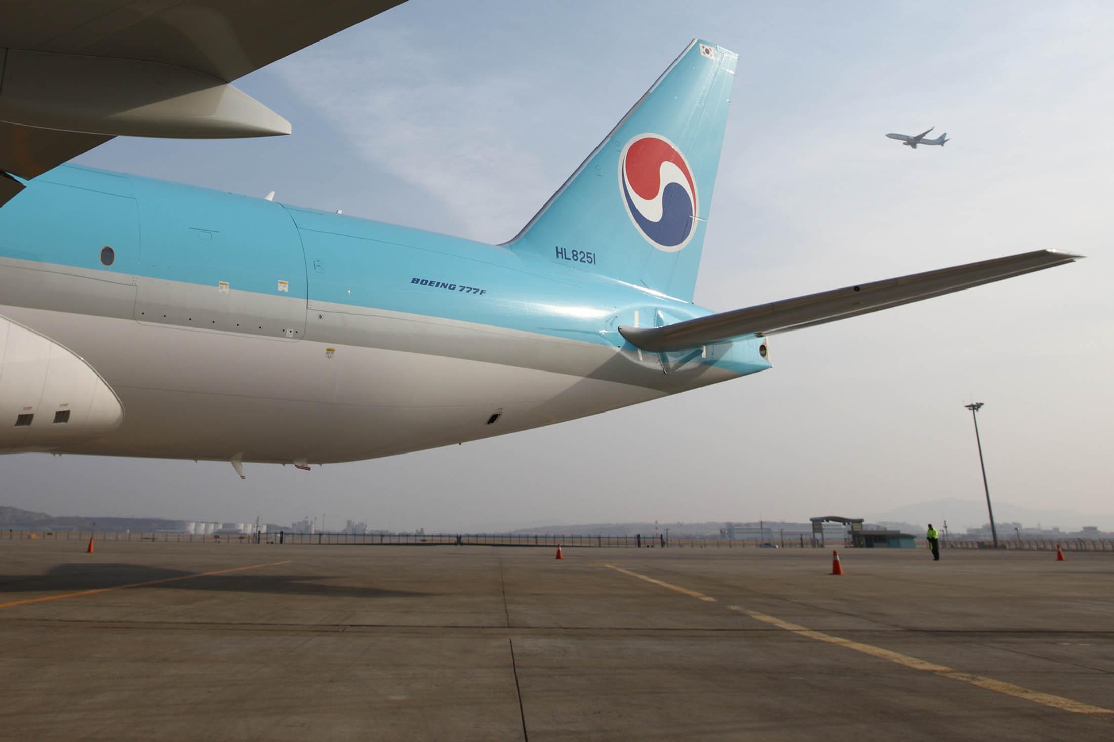 Boeing deepens jetliner job cuts as risk of sales downturn looms bloomberg - Boeing Deepens Jetliner Job Cuts As Risk Of Sales Downturn Looms Bloomberg 24