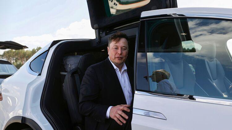 relates to Musk Hints Again at Longer-Range Teslas, Europe Hatchback