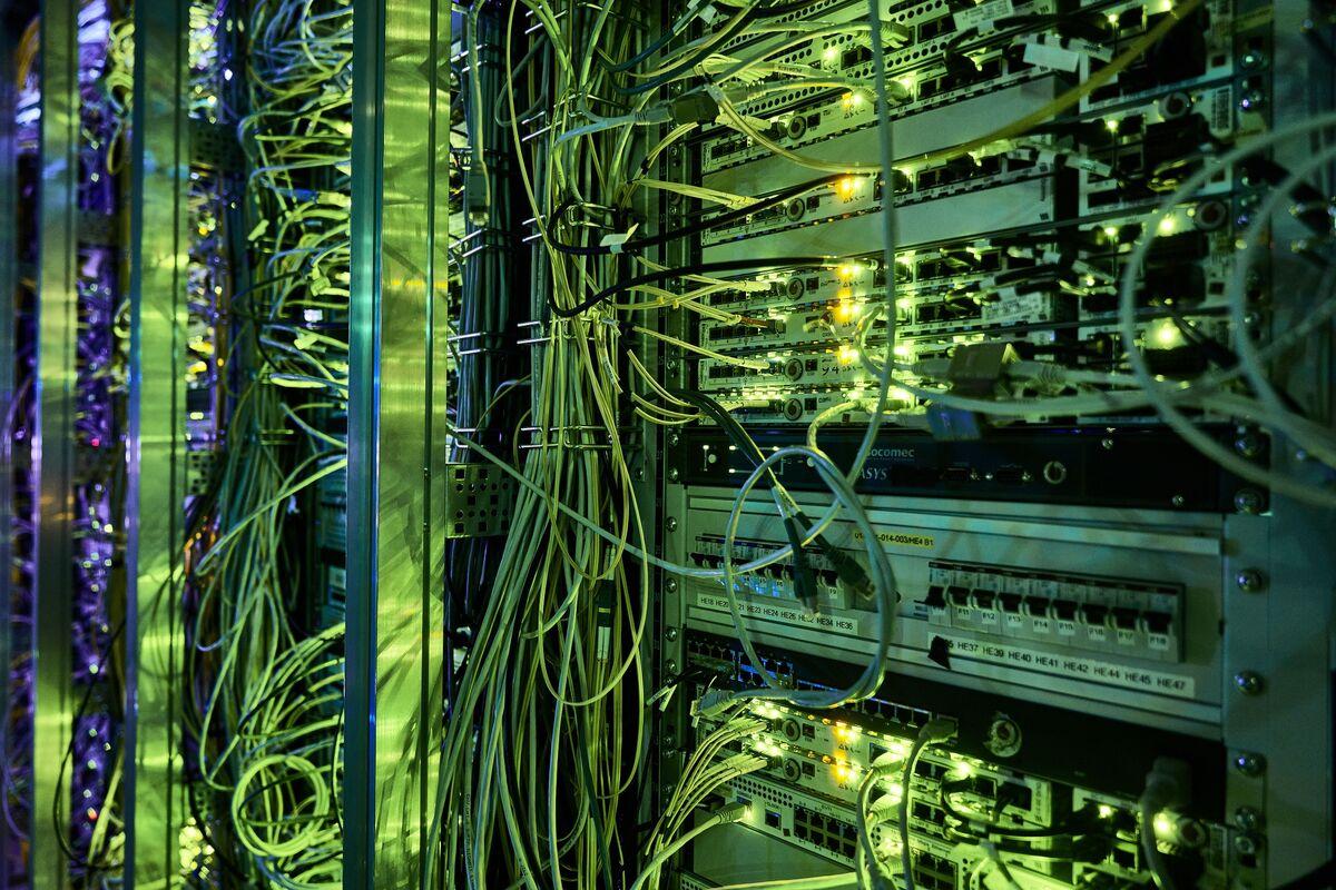 Macquarie Offers Enel $3.13 Billion For Italy's Open Fiber Stake