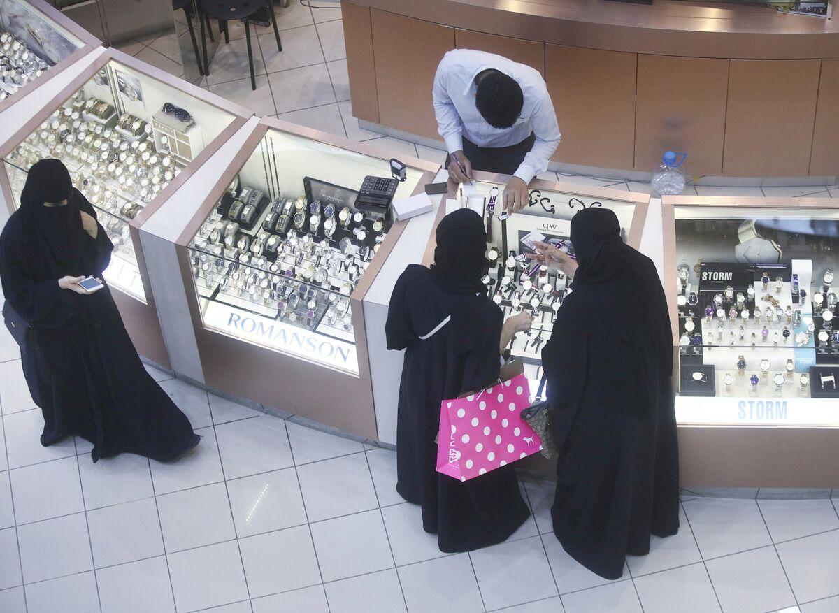 Saudi Arabia Set for 24-Hour Trading Amid Prayer Time Confusion