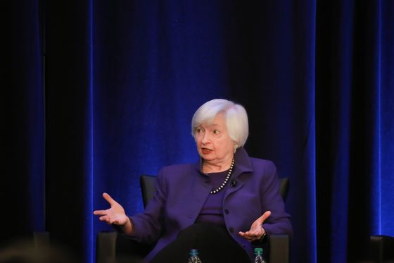 Top Central Bankers Share Sober View of 'Hand We've Been Dealt'