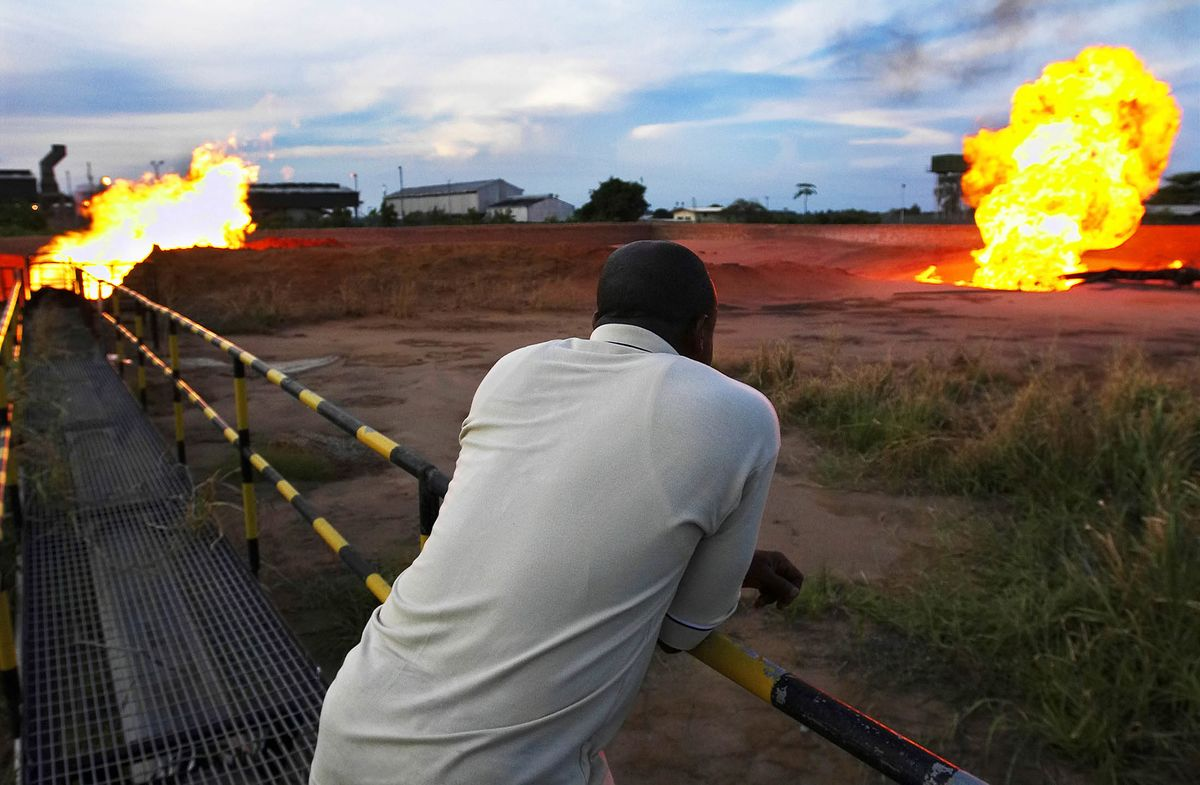 nigeria oil crisis The current conflict in the niger delta first arose in the early 1990s over tensions between foreign oil corporations and a number of the niger delta's minority ethnic groups who feel they are being exploited, particularly the ogoni and the ijaw.