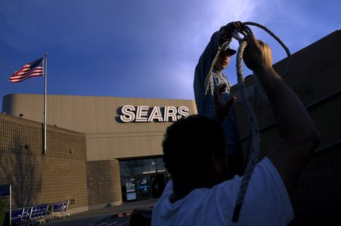 Sears Posts $489 Million Loss as Sales Continue Six-Year Decline