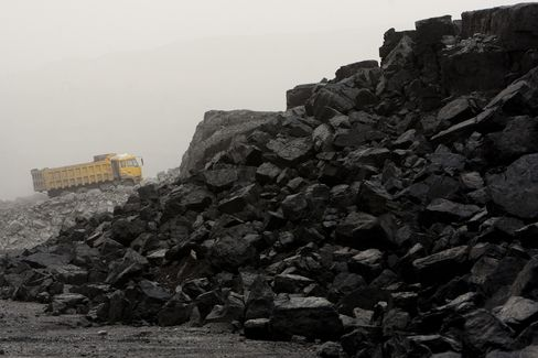 Shipping Rally Ending as China Hoards Record Coal Heaps