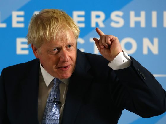 Johnson Keeps Option Open of Suspending Commons: Brexit Update