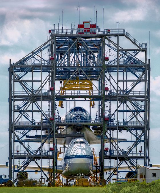 Forgotten Photos From the Space Shuttle's Glory Days