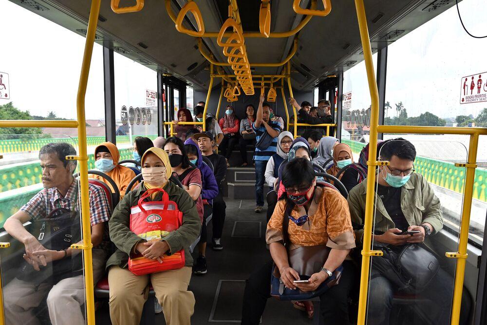 Jakarta Coronavirus News Face Masks Compulsory On Transit Bloomberg