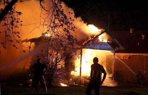 Blast Hits Texas Fertilizer Plant, Destroying Nearby Buildings