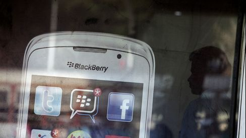 BlackBerry Fans Cite Reliability as They Snub Competitors