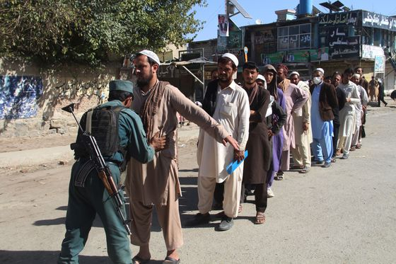 Afghans Vote in Defiance of Taliban Threats and Poll Delays