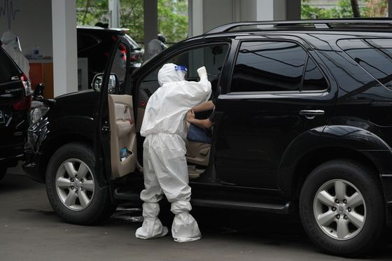 Indonesia Sees Risks to Growth on Virus, Natural Disasters