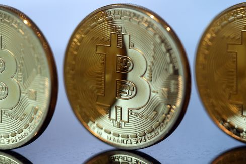 Bitcoins And U.S. Dollar Notes As IMF Vouches For Virtual Currencies