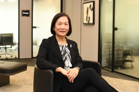 OCBC's Wong to Succeed Tsien as First Female Singapore Bank CEO