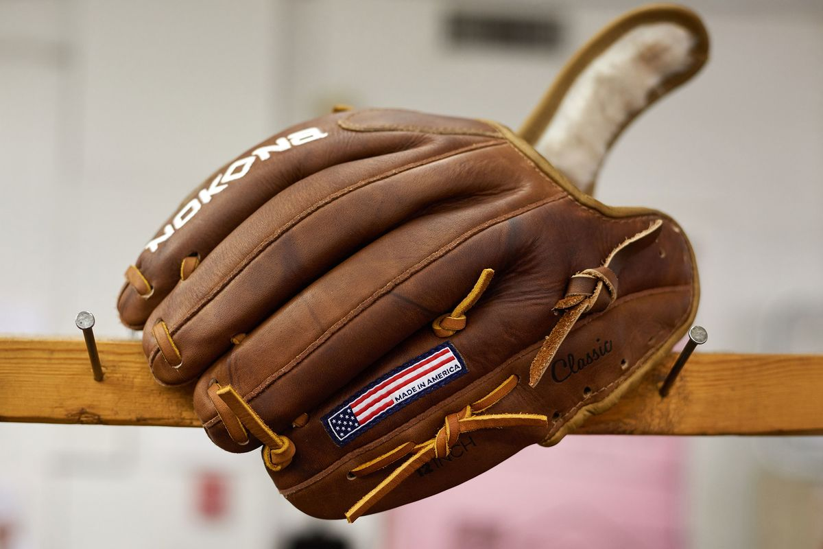 7f0ceb1159c The Last American Baseball-Glove Maker Refuses to Die - Bloomberg