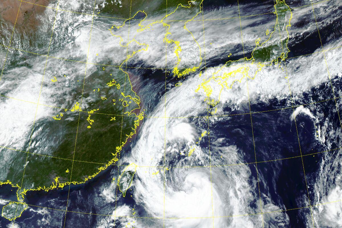 Typhoon Tapah Disrupts Hundreds of Flights in Japan, South Korea