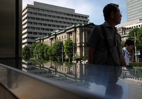 BOJ Refrains From Adding Stimulus in First Meet With New Board