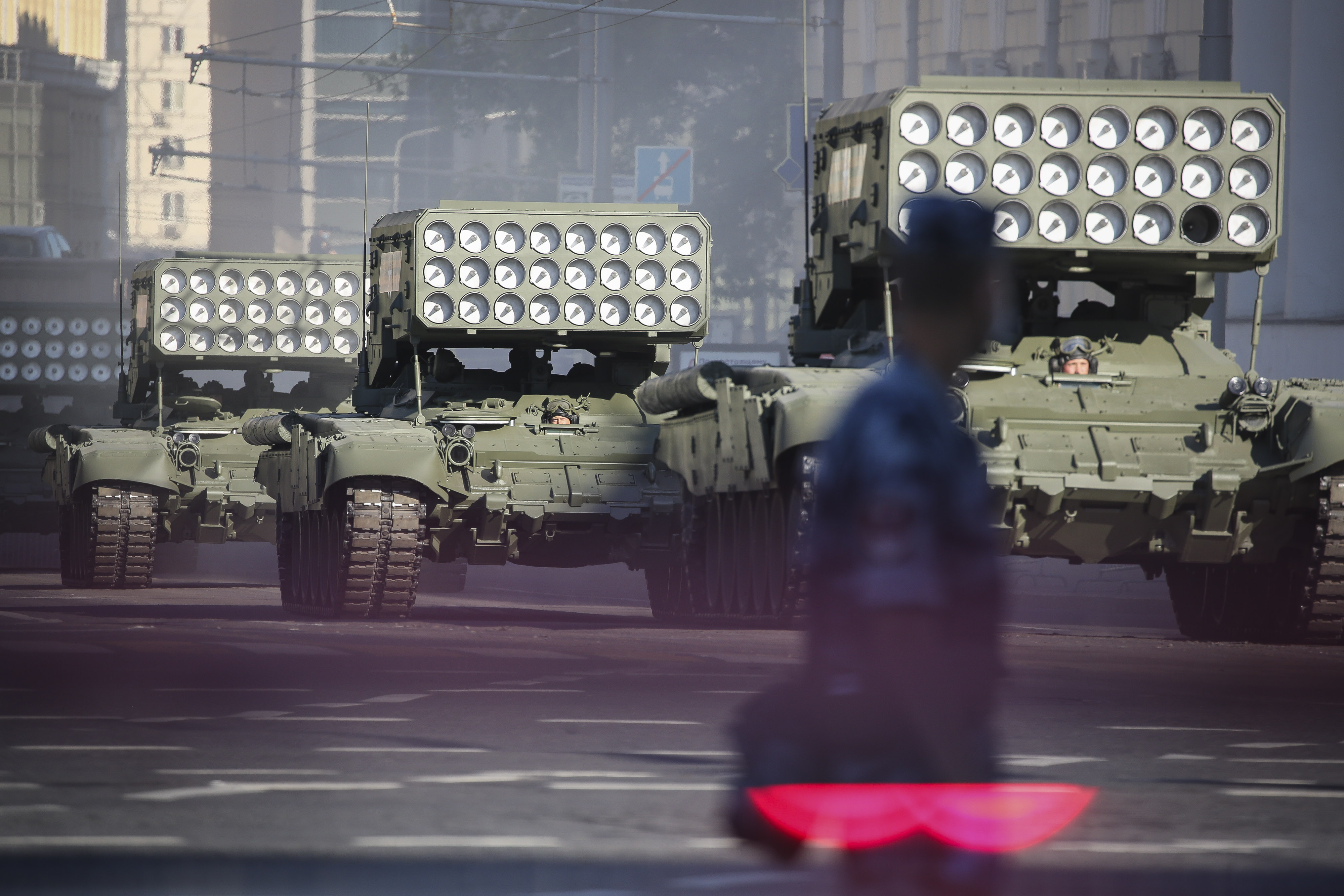 Putin Shows Military Might At Wwii Parade Ahead Of Key Vote Bloomberg