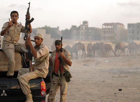 Libyan Fighters Slowly Tighten Noose Around Holdout Towns