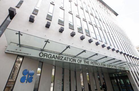 Oil Drops as OPEC Considers Quotas