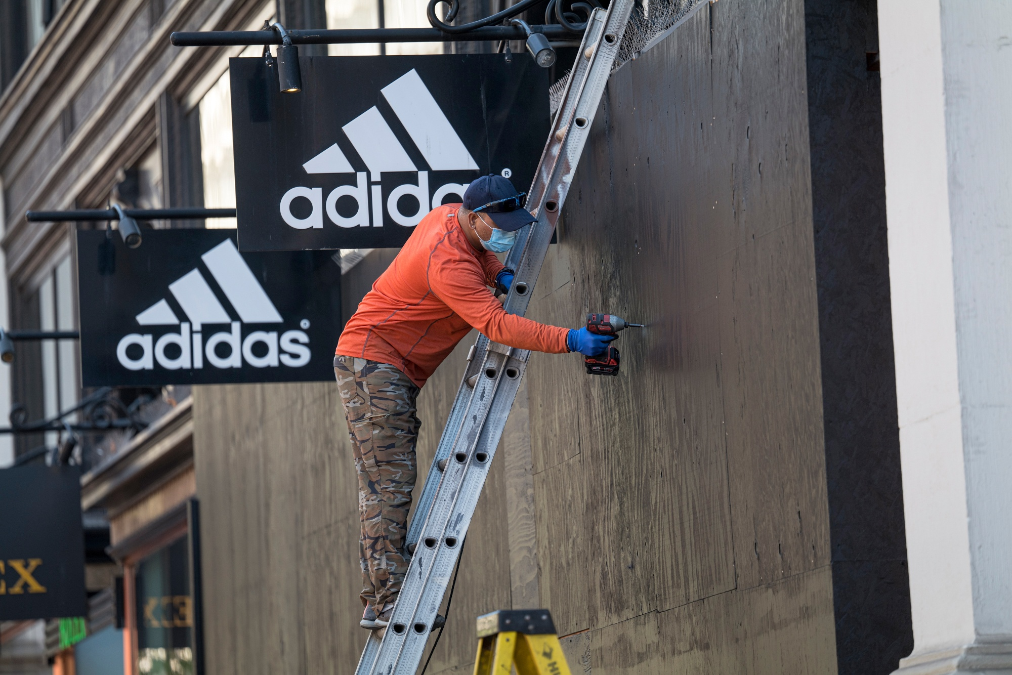 Adidas E Commerce Boom Helps Out As Store Traffic Picks Up Bloomberg