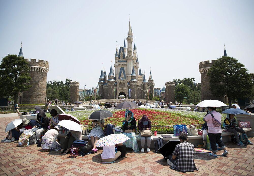 Tokyo Disney Operator To Spend 2 3 Billion In Resort Expansion