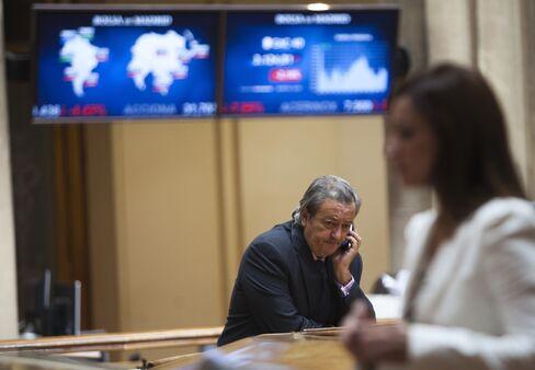 European Stocks Fluctuate Amid Earnings as Euro, Wheat Decline