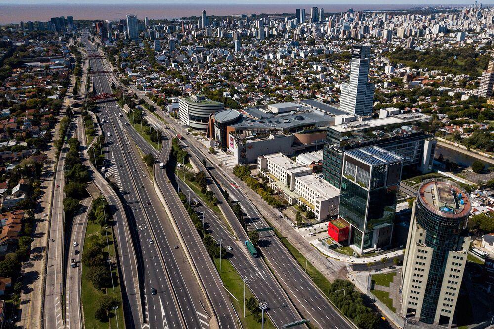 Argentina Starts Roadshow In Bid To Restructure 72 Billion Bloomberg