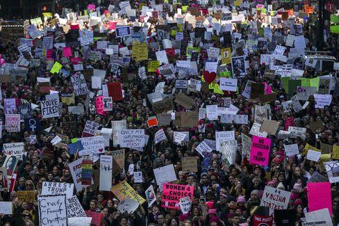 女性大行進