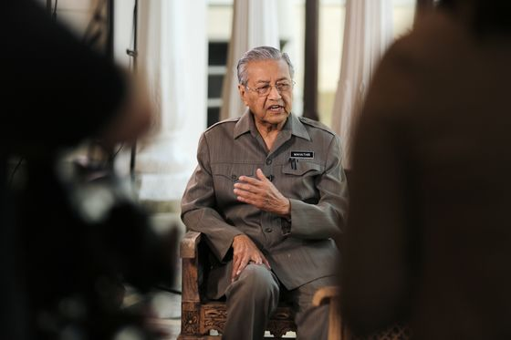 Mahathir Seeks to Recover $4.5 Billion 1MDB Funds, Goldman Fees