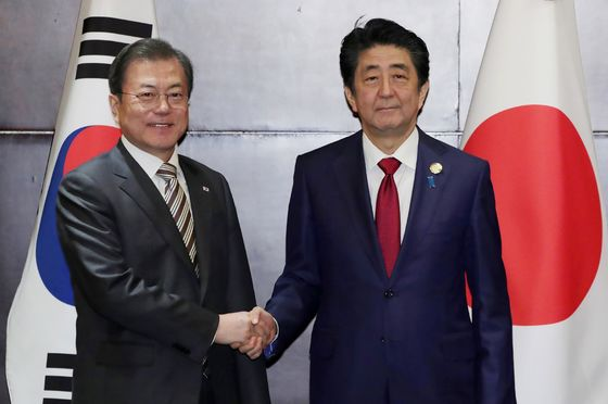 Japan's Abe Calls on South Korea's Moon to Push for Better Ties