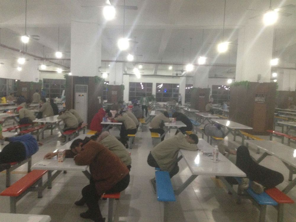 アップル供給業者の中国工場、マ...