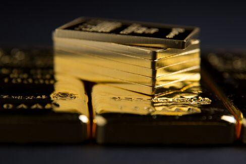 Gold Slumps Toward Bear Market as Investors Reduce ETP Holdings