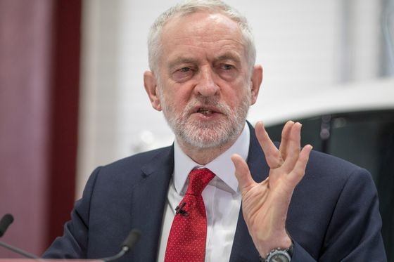 Corbyn Offers Customs Fix for Brexit Dilemma Over Irish Border