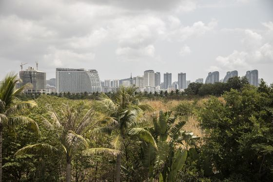 Chinese Resorts Quietly Setting Up Baccarat Tables in Hainan