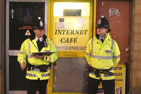Jail Terms for Online Trolls Lead U.K. to Reexamine Rules