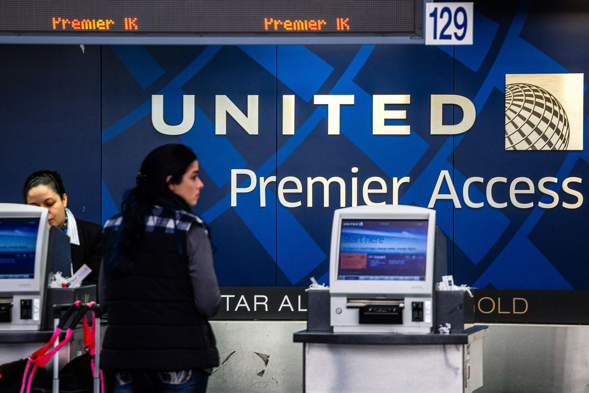 United Airlines Sued by Passenger Over Alleged Removal From Seat