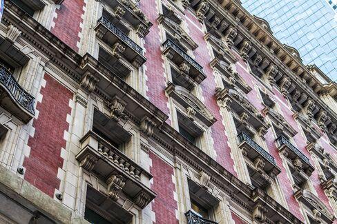Street-level view of the Knickerbocker Hotel's exterior façade.