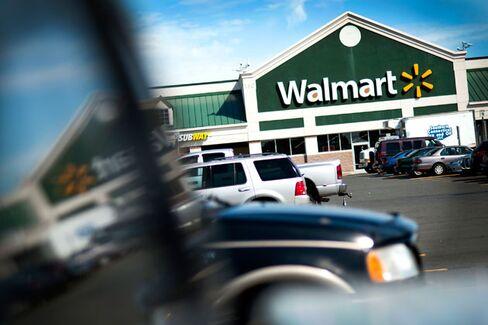 Wal-Mart Family Bankrolls a Lender That Targets Hispanics