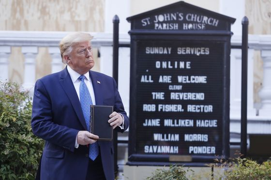 Trump Appeals to Religious Voters With Battleground Map in Mind