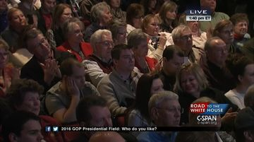 An Iowa audience listens to Wisconsin Governor Scott Walker make his case.