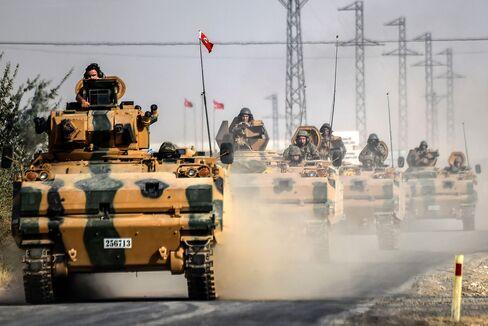Turkish tanks proceed to Jarablus on Aug. 25.